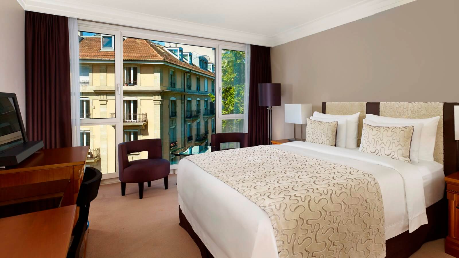 Royal penthouse suite hotel president wilson geneva for Chambre 5 etoiles
